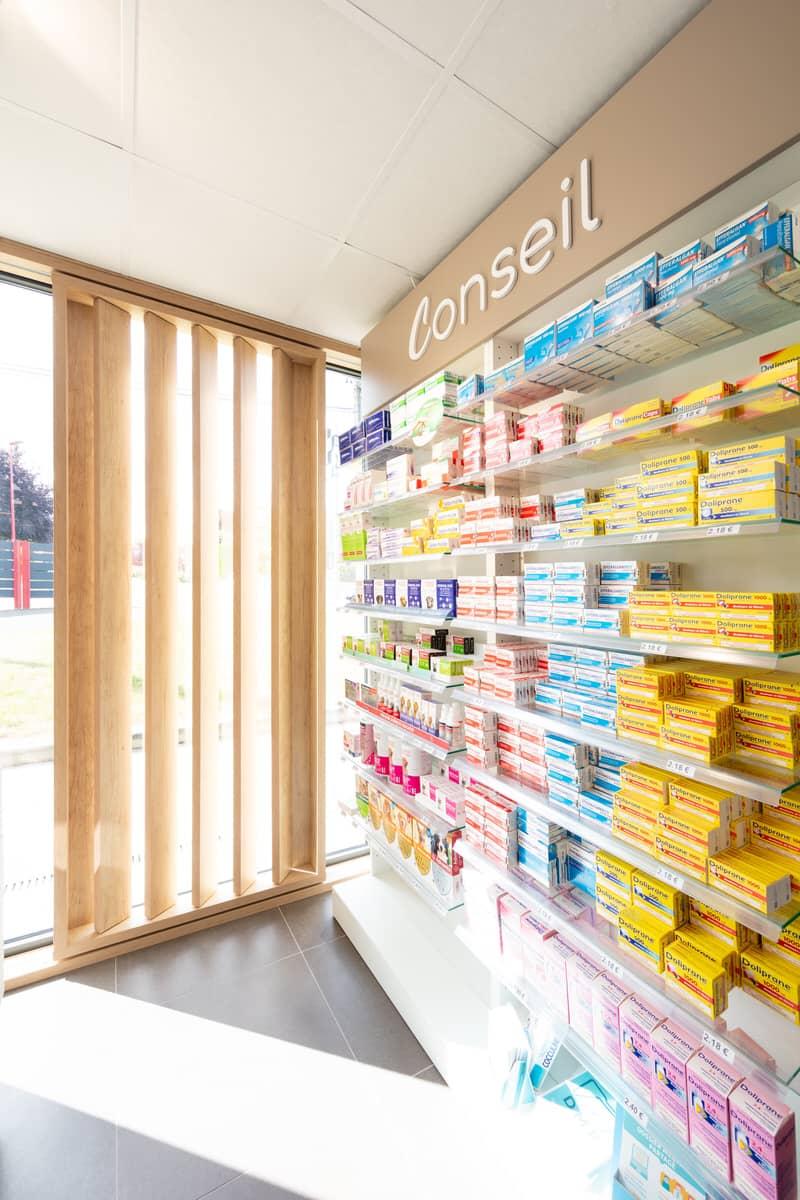 design-pharmacie-moderne-et-lumineuse