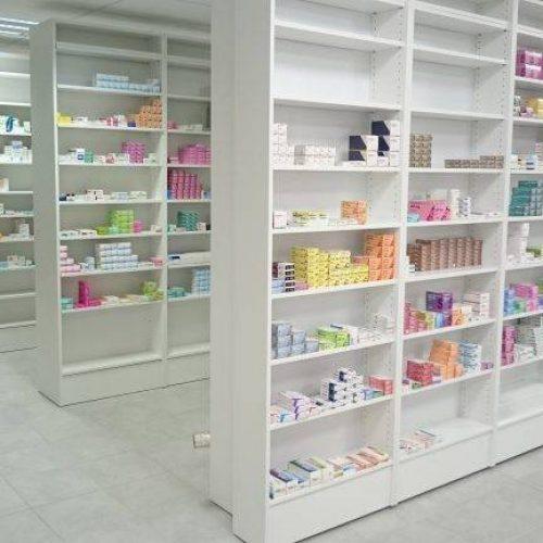 Espace de rangements ouverts, agencement pharmacie